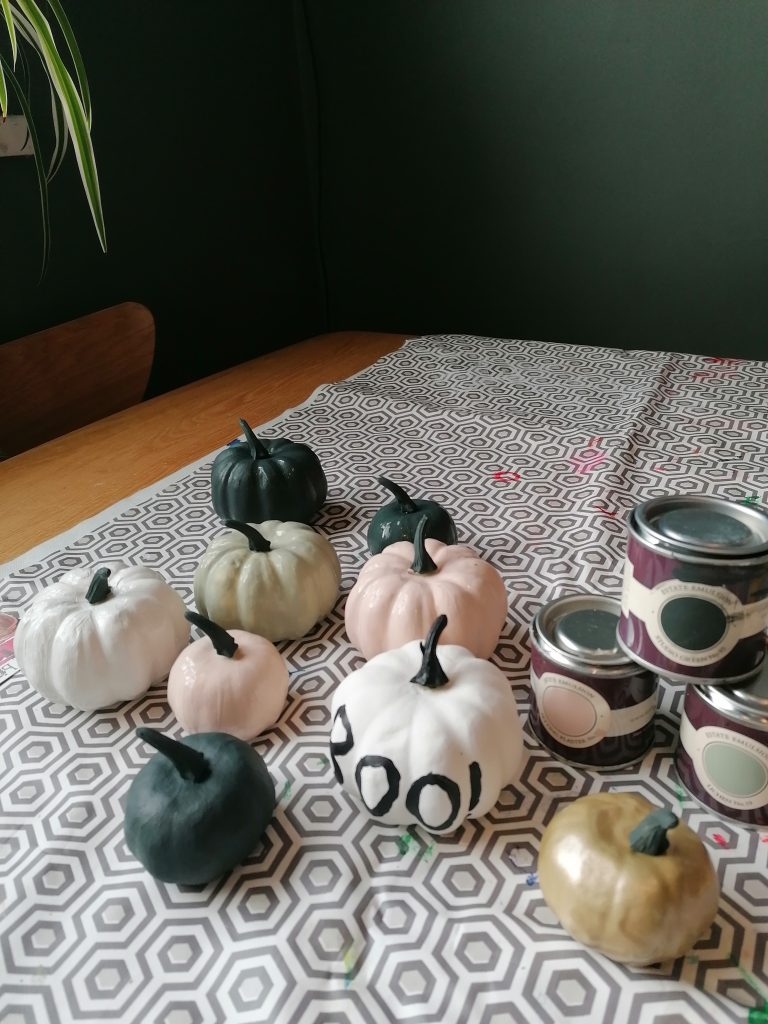 DIY Halloween decoration painting pumpkins