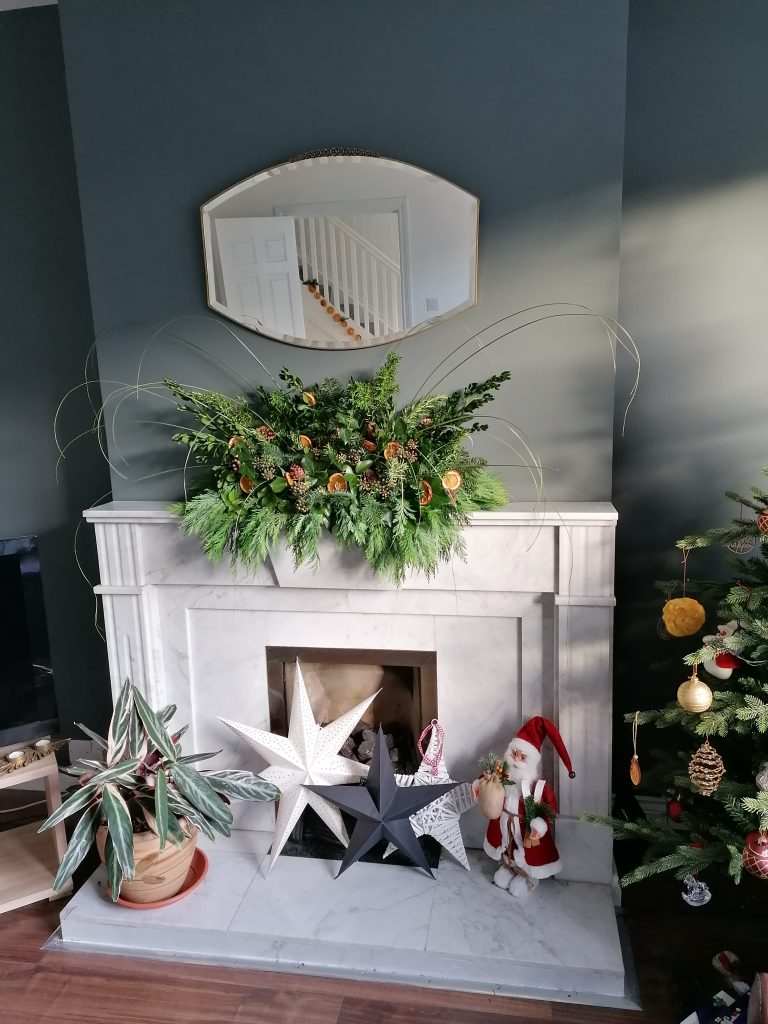 Christmas tree and mantel display to have a more sustainable Christmas