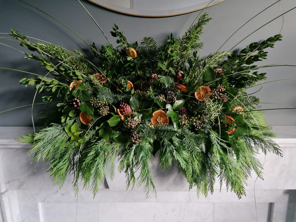 The finished natural Christmas display from @styleatno5