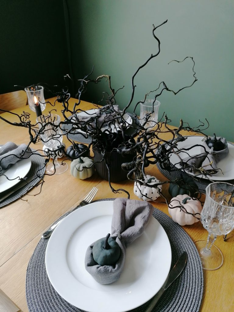 Halloween spooky table setting