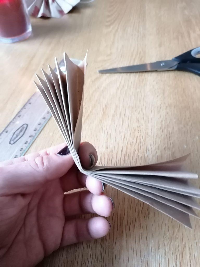 Folded paper for paper stars